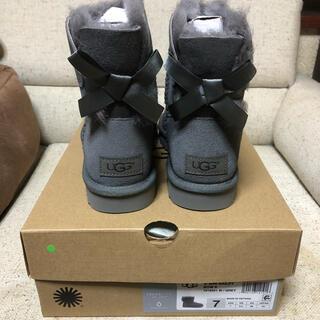 アグ(UGG)の新品未使用 UGG BAILEY BOW Ⅱ グレー US7 ショート ブーツ(ブーツ)