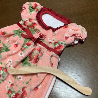 ピンクハウス(PINK HOUSE)のPINK HOUSE ハンガー付き ドレス ハンドタオル ピンク 苺柄(タオル/バス用品)