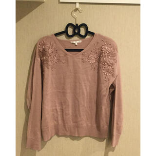 イッツデモ(ITS'DEMO)のIT'sdemo ピンク 薄手のセーター ビーズ 花(ニット/セーター)