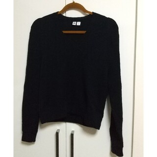ユニクロ(UNIQLO)のUNIQLO U Vネックセーター ネイビー Mサイズ(ニット/セーター)