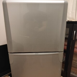 トウシバ(東芝)の東芝 冷蔵庫 YR-12T 送料とラクマ手数料のみ(冷蔵庫)