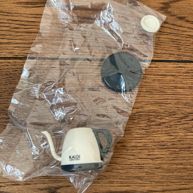 KALDI(カルディ)のカルディ ノベルティ ミニチュア 電気コーヒーポット 未開封 エンタメ/ホビーのコレクション(ノベルティグッズ)の商品写真