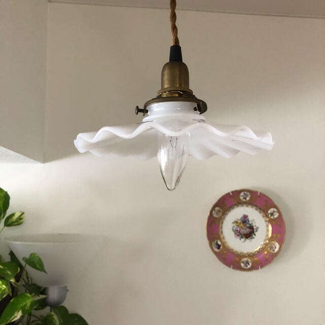 ACTUS(アクタス)のミルクガラスペンダントランプ⭐︎ライト インテリア/住まい/日用品のライト/照明/LED(天井照明)の商品写真