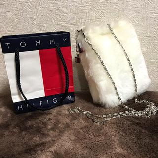 トミーヒルフィガー(TOMMY HILFIGER)のTommy ミニホワイトフェイクファーショルダーバッグ(ショルダーバッグ)