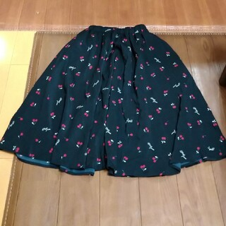 メゾピアノジュニア(mezzo piano junior)のタグなし新品可愛いチェリー柄スカート(スカート)
