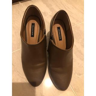 ナチュラルビューティーベーシック(NATURAL BEAUTY BASIC)の茶色ショートブーティ(ブーツ)