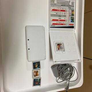 ニンテンドー3DS(ニンテンドー3DS)のニンテンドー3DSとカセット(携帯用ゲーム機本体)