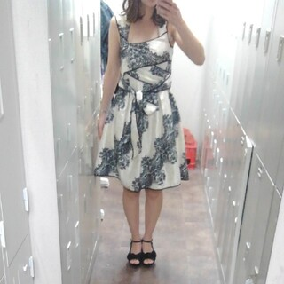 背中空き セクシー レース柄 ドレス(ミディアムドレス)