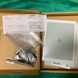 フジツウ(富士通)のクアデルノ(QUADERNO) a5サイズ(PC周辺機器)