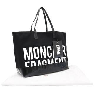 モンクレール(MONCLER)のMONCLER ショッピングトートバッグ フラグメント 黒 3283(トートバッグ)