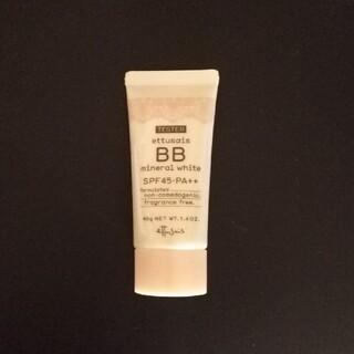 エテュセ(ettusais)のエテュセ BB ミネラルホワイト ファンデーション 10 明るい肌色(BBクリーム)