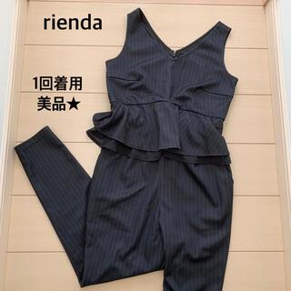 リエンダ(rienda)の【美品】rienda ★ ピンストライプペプラムロンパース ブラック Sサイズ(オールインワン)