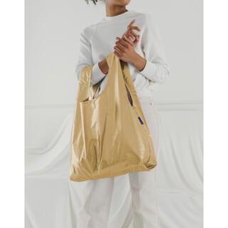 アパルトモンドゥーズィエムクラス(L'Appartement DEUXIEME CLASSE)の新品未使用【BAGGU / バグー 】メタリック バッグ ゴールド スタンダード(エコバッグ)