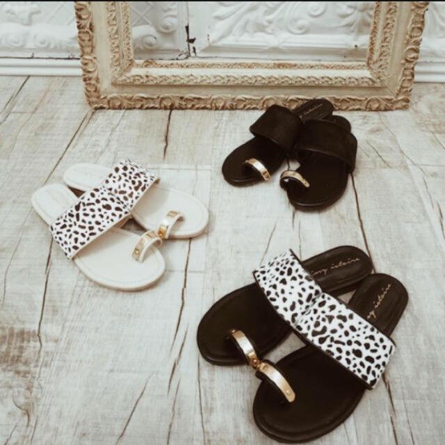 eimy istoire(エイミーイストワール)のeimyistoire♡ゴールドポイントハラコサンダル レディースの靴/シューズ(サンダル)の商品写真