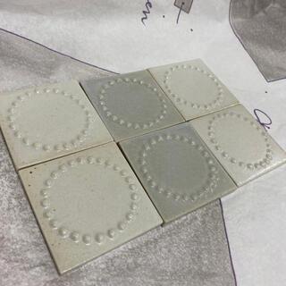 ミナペルホネン(mina perhonen)のミナペルホネン∞タンバリンタイル∞ホワイト4枚ライトグレー2枚セット(置物)