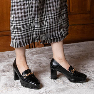 ランダ(RANDA)のチェーンヒールローファーシューズ(ローファー/革靴)