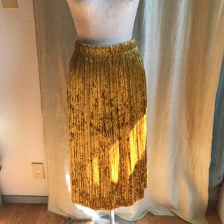 ジーユー(GU)のGU イエローゴールド ベルベットスカート (ひざ丈スカート)