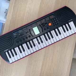 カシオ(CASIO)のCASIO SA-76 電子キーボード 限定色ピンク(電子ピアノ)