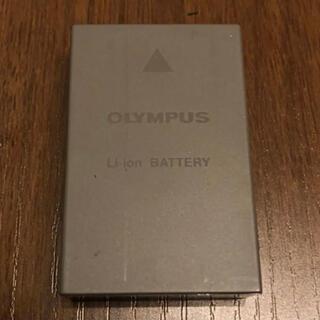 オリンパス(OLYMPUS)のolympus BLS-50 バッテリー2個 充電器セット(バッテリー/充電器)