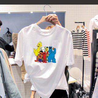 セサミストリート(SESAME STREET)のセサミストリート KAWS プリント Tシャツ ホワイト Lサイズ(Tシャツ/カットソー(半袖/袖なし))