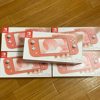 ニンテンドースイッチ(Nintendo Switch)のNintendo switch lite コーラル×2任天堂 スイッチ(携帯用ゲーム機本体)