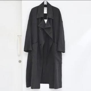 コモリ(COMOLI)のSOUMO COVER COAT BLACK(ロングコート)