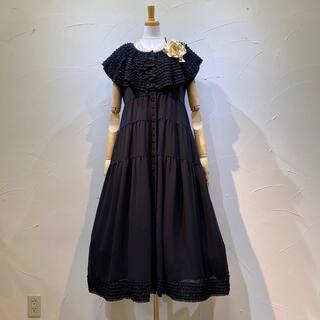 カネコイサオ(KANEKO ISAO)のカネコイサオ 15段の飾りピコフリルの衿付きワンピースでポリエステル素材です。(ロングワンピース/マキシワンピース)