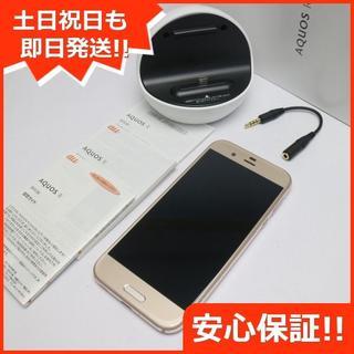 アクオス(AQUOS)の美品 SIMロック解除済 au SHV39 AQUOS R ゴールド 白ロム(スマートフォン本体)