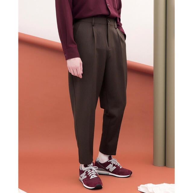 HARE(ハレ)のEMMA CLOTHES TR ワンタック セミワイド テーパードアンクルパンツ メンズのパンツ(スラックス)の商品写真