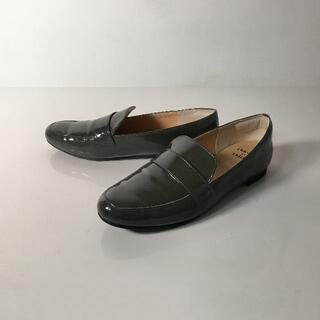 ユナイテッドアローズ(UNITED ARROWS)のOdette e odile オデットエオデール ローファー エナメル カーキ (ローファー/革靴)