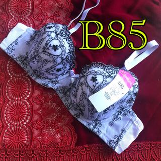 ラベンダー B85 ブラックの花柄とハート刺繍ブラジャー 未使用新品タグ付き(ブラ)