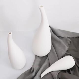 フランフラン(Francfranc)のシンプルフラワーベース 一輪挿し 緩やかな曲線  北欧 陶器製(花瓶)