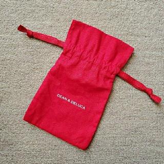 ディーンアンドデルーカ(DEAN & DELUCA)のディーン&デルーカ 巾着(赤)(ポーチ)
