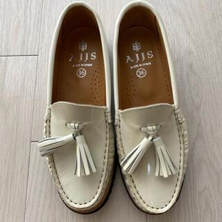 イエナスローブ(IENA SLOBE)のスローブイエナ AJJS 白エナメルローファー(ローファー/革靴)