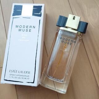 エスティローダー(Estee Lauder)のエスティローダー モダンミューズ オードパルファム 50ml(香水(女性用))