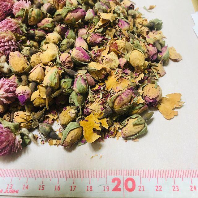 ドライフラワー ピンクの花とバラ/ローズ(つぼみ) ハンドメイドのフラワー/ガーデン(ドライフラワー)の商品写真