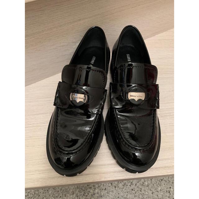 miumiu(ミュウミュウ)のmiumiu オックスフォードシューズ ローファー レディースの靴/シューズ(ローファー/革靴)の商品写真