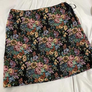 GU - GU ミニスカート 花柄