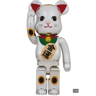 メディコムトイ(MEDICOM TOY)の未開封 be@rbrick 1000% 招き猫 銀メッキ 弐 ベアブリック(その他)
