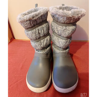 クロックス(crocs)の#美品‼︎Crocs #ブーツ #グレー #25.0㎝くらい #中古 #ボア付き(ブーツ)