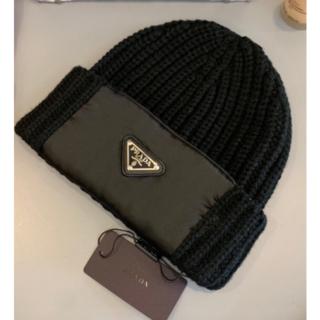 プラダ(PRADA)の PRADA プラダ メンズ 黒 ニット帽 (ニット帽/ビーニー)