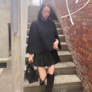 ツルバイマリコオイカワ(TSURU by Mariko Oikawa)のリボンケープコート ブラック(ポンチョ)