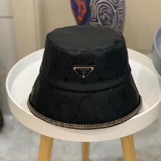 PRADA -  黒い  帽子 防水