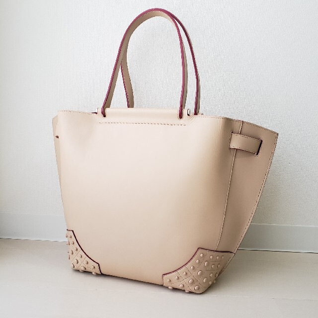 TOD'S(トッズ)の美品【トッズ】ウェーブ ショッピング トートバッグ ゴンミーニ レディースのバッグ(トートバッグ)の商品写真