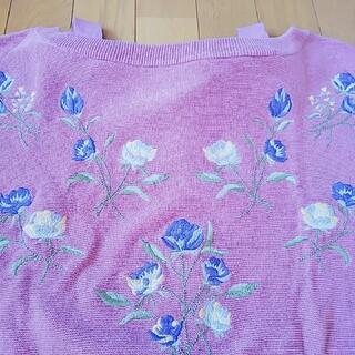 ダブルクローゼット(w closet)のw closet*美品*花刺繍ニット(シャツ/ブラウス(半袖/袖なし))