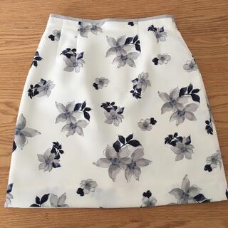 ファビュラスアンジェラ(Fabulous Angela)のファビュラス アンジェラ 花柄スカート(ひざ丈スカート)