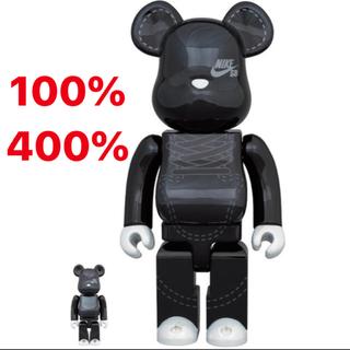 メディコムトイ(MEDICOM TOY)のBE@RBRICK NIKE SB 2020 BLACK 100 400%(その他)