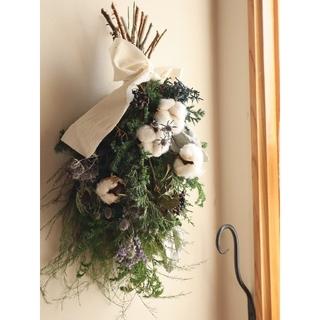 コットンフラワーが可愛いクリスマススワッグ。クリスマス。ドライフラワースワッグ(ドライフラワー)