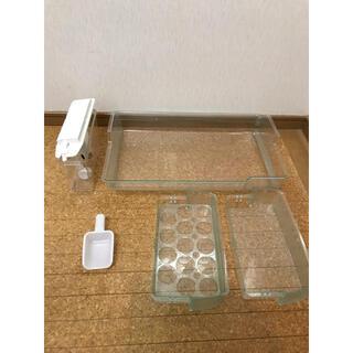 トウシバ(東芝)の【送料無料】冷蔵庫 部品 製氷  ケース GR-473K 給水(冷蔵庫)