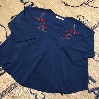 エムズエキサイト(EMSEXCITE)のエムズエキサイト☺︎刺繍いりカットソー(カットソー(半袖/袖なし))
